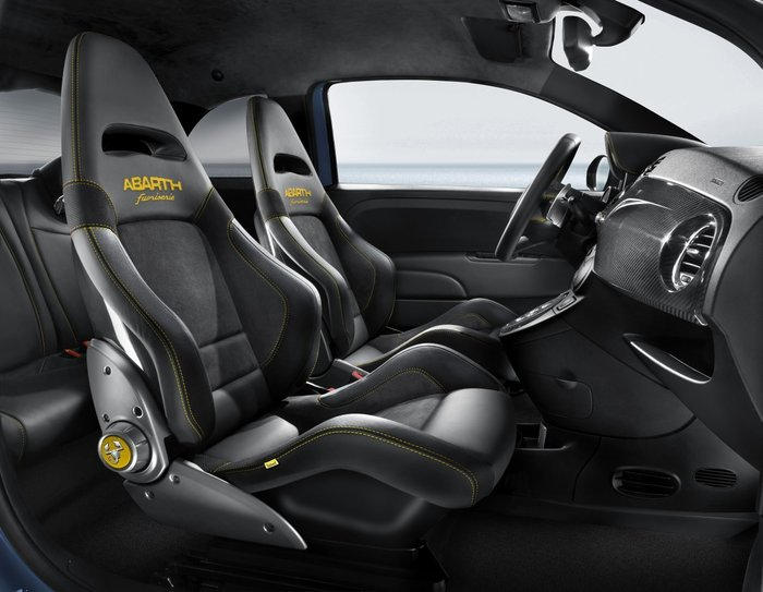 Photo Abarth 695 Fuori sièges bacquets