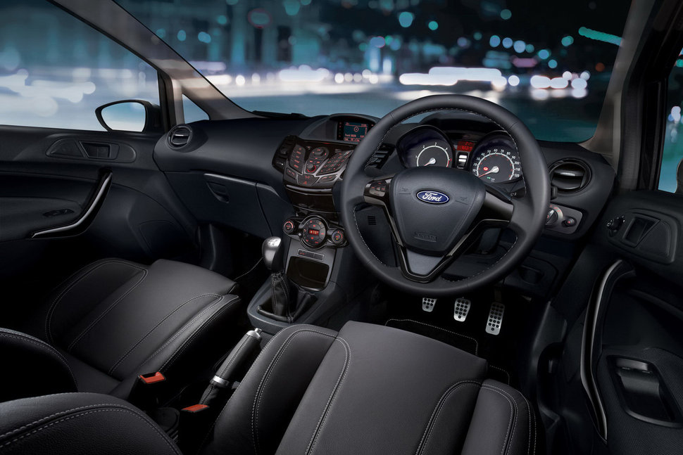 Photo ford fiesta sport platinium habitacle interieur for Interieur ford fiesta