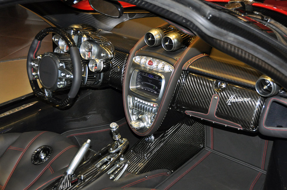 photo geneve 2011 pagani huayra interieur habitacle. Black Bedroom Furniture Sets. Home Design Ideas
