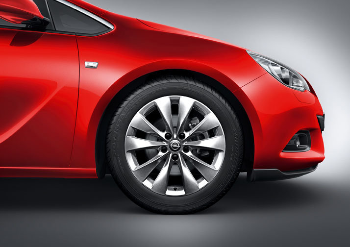 Photo Image : Nouvelle Opel Astra GTC Jantes 10 branches