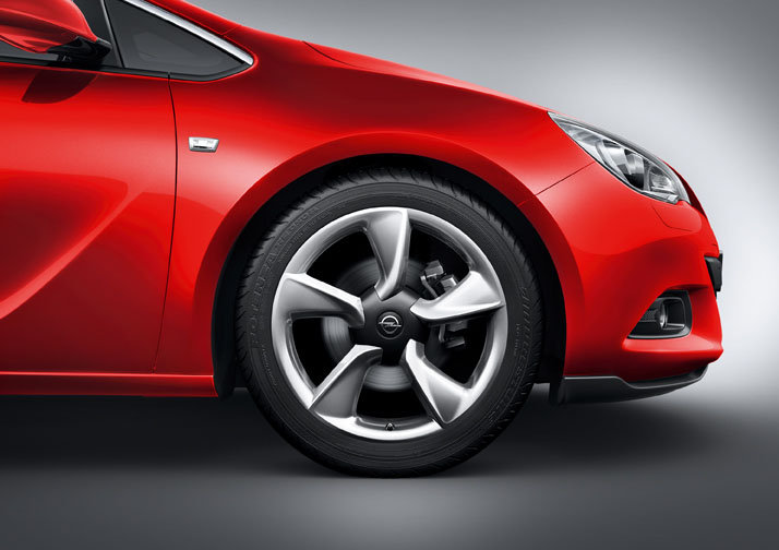 Photo Image : Nouvelle Opel Astra GTC jantes 5 branches