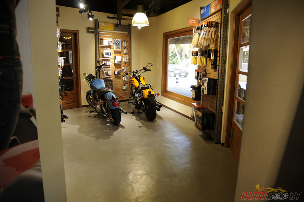Photo interieur boutique harley davidson ile maurice for Maurice boutique