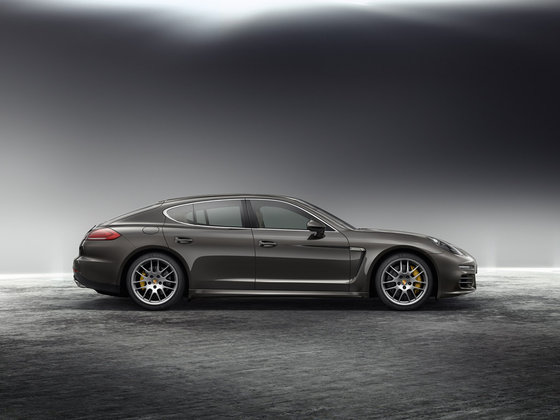 officiel la nouvelle porsche panamera. Black Bedroom Furniture Sets. Home Design Ideas