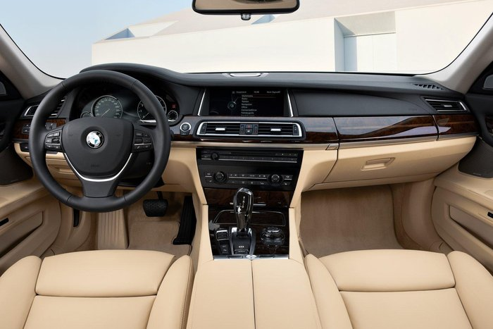 Restylage BMW Serie 7 son habitacle