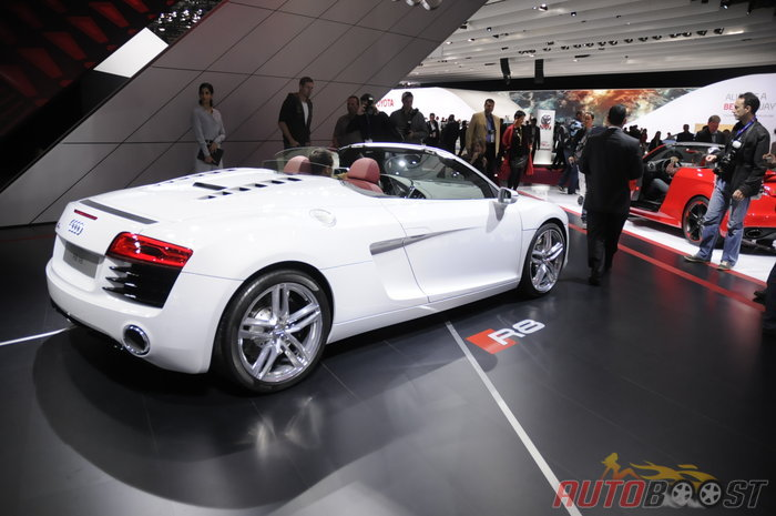 mondial auto paris 2012 audi r8 restylee. Black Bedroom Furniture Sets. Home Design Ideas