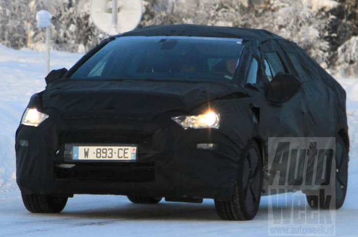 Spyshot : future Citroën DS5 (crossover Hybrid4 ?)